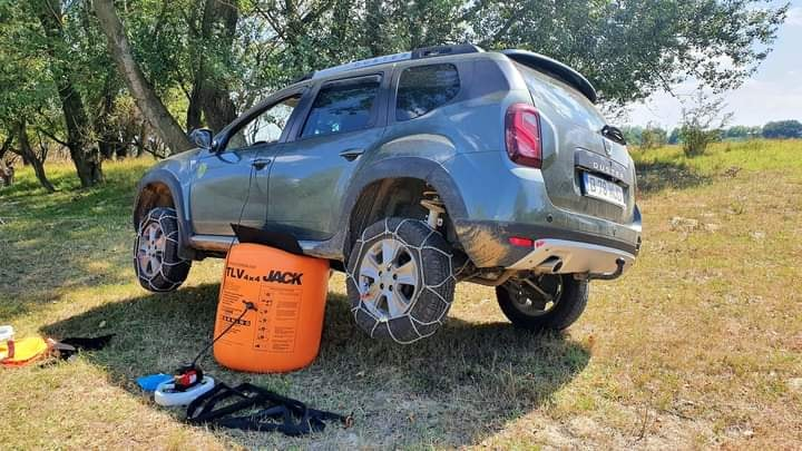 Best Offroad Equipment – Duster Air Jack & Chains